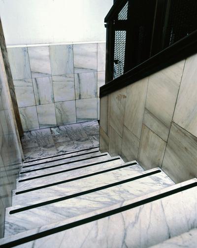Anwendung: Am häufigsten eingesetzter Safety-Walk-Typ für alle glatten Flächen mit z. B. Treppen, Leitern, Gänge, Fabrikations- und Lagerräume, Rampen, Trittflächen auf Maschinen etc.