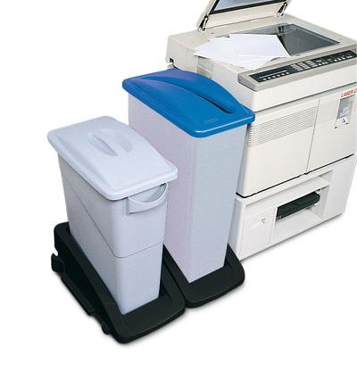 Anwendungsbeispiel: Wertstoffsammler 60 Liter, Deckel mit Handgriff, und Wertstoffsammler 90 Liter mit Deckel für Papiereinwurf, beide auf Fahrwagen