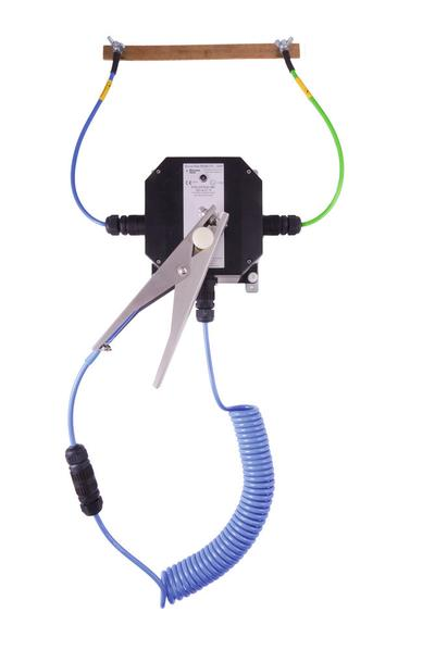 Erdungsstation Typ BD, zur Wandmontage - mit LED, praktischer Zangenhalterung und Schnellkupplung (einfacher Austausch von Kabel oder Zange)