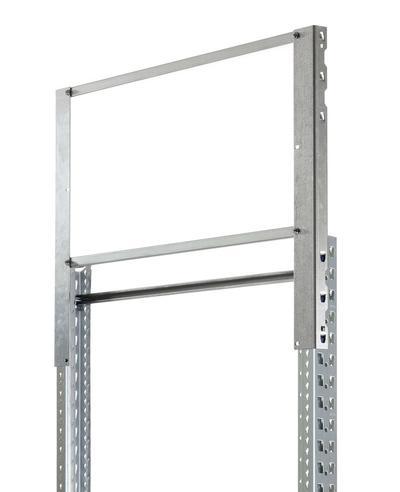 Rahmenerhöhung um 500 mm. So wird sichergestellt, dass der geforderte Herabfallschutz von min. 500 mm ab Oberkante der oberen Quertraverse eingehalten wird.
