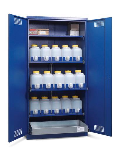 Die Auszugsböden erleichtern das Einstellen und das Entnehmen der Behälter.