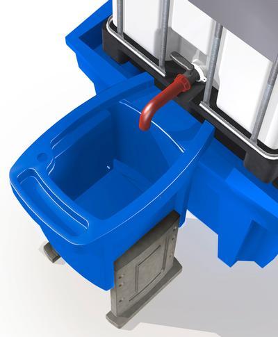 Höhenverstellbarer Vorsatzbehälter für sichere und saubere Abfüllvorgänge an IBC-Auffangwannen mit praktischen Ablagemöglichkeiten für z. B. Deckel, Trichter, Handschuhe und Lappen