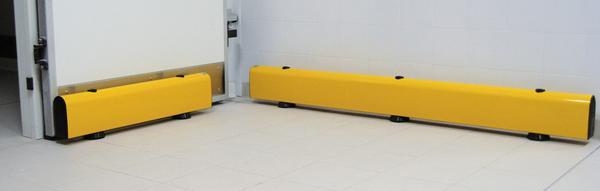 Der Plankenschutz wird in den Standardbreiten 1- oder 2 Meter, incl. Befestigungsmaterial geliefert. Weitere Abmessungen sind auf Anfrage möglich.