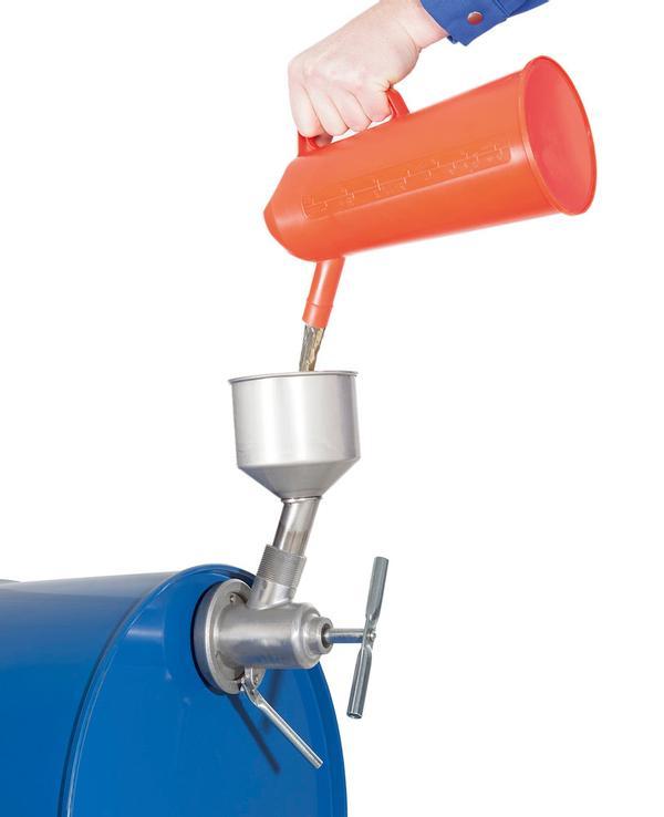Das Fasswerkzeug kann in Kombination mit einem Trichter auch zum Befüllen von Fässern benutzt werden. Hierbei wird es um 180° gedreht.