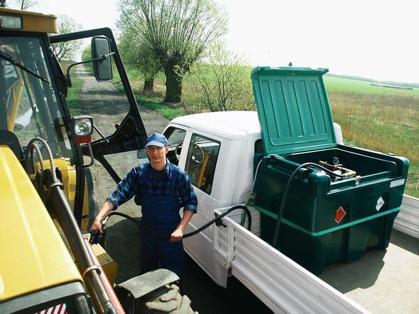 Bestens für den Transport mit Kleinlastwagen oder Pick up geeignet. Optimale Ladungssicherheit durch Anti-Rutsch-Matte und Sicherungsgurte. Sichere Kraftstoffversorgung vor Ort.