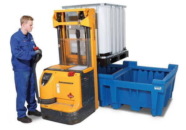 Die Einfahröffnungen ermöglichen ein effizientes Beschicken der IBC-Auffangwanne mit Hochhub- oder Gabelstapler.