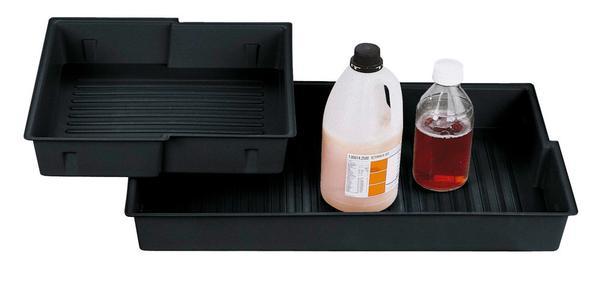 PE-Einlegewannen zur sicheren Lagerung aggressiver Flüssigkeiten.