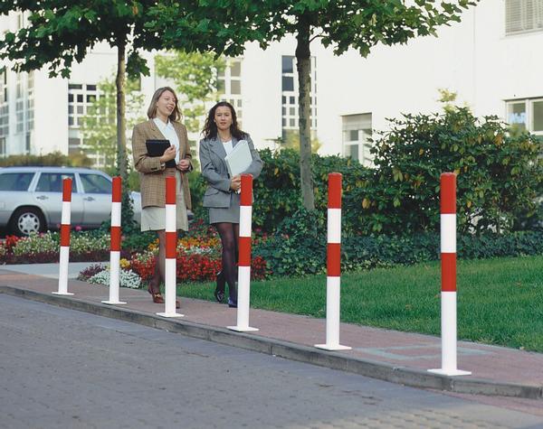 Stahl.Sperrpfosten sind vielfach verwendbar, z.B. für das Abgrenzen von Fahrbahnen, Gehwegen, Parkplätzen usw.